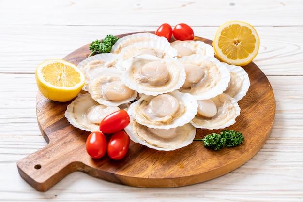 新鮮な貝殻ホタテ