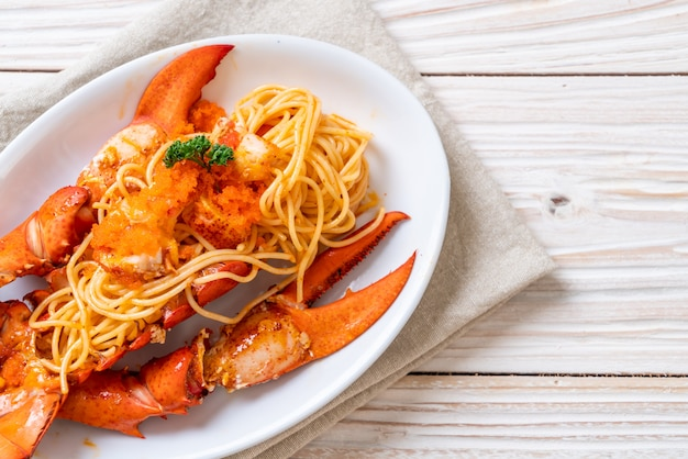 Спагетти с лобстером и яйцом с креветками