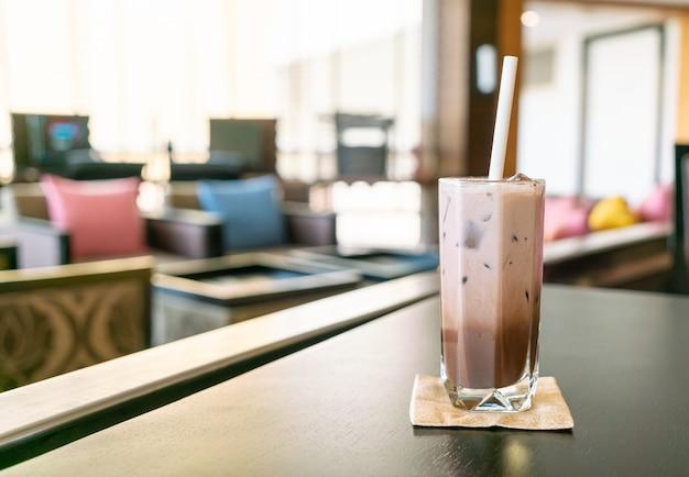 カフェレストランのアイスチョコレートココアガラス