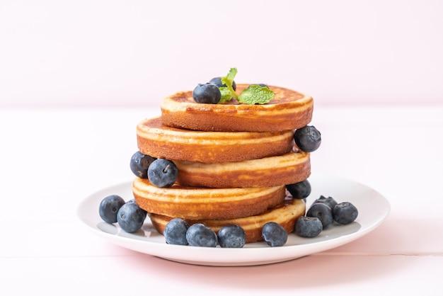 新鮮なブルーベリーのスフレパンケーキ