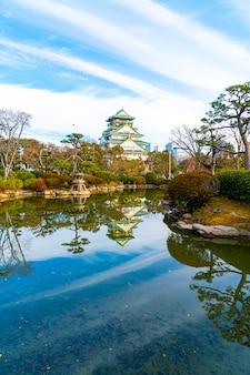 日本の大阪の大阪城の美しい建築物。