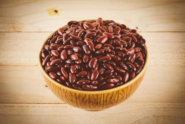 赤い豆の木の背景に - ビンテージフィルムフィルターとソフトフォーカス
