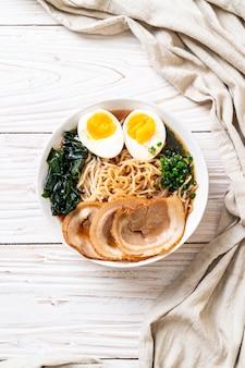 豚肉と卵の醤油ラーメン