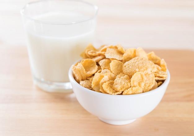 ミルク、シリアル