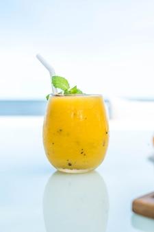 マンゴーとパッションフルーツのスムージー