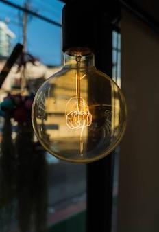 Лампы в современном кафе