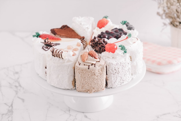 ケーキスタンドのケーキの別の部分
