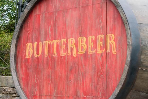 手、手ざわり、プラスチック、ガラス、バター、ビール
