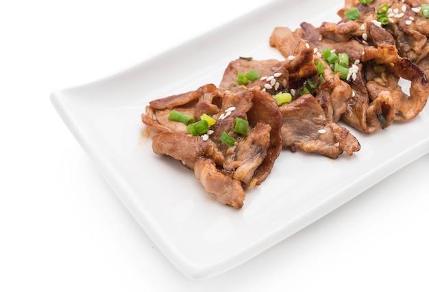 プレート上の豚肉のグリル