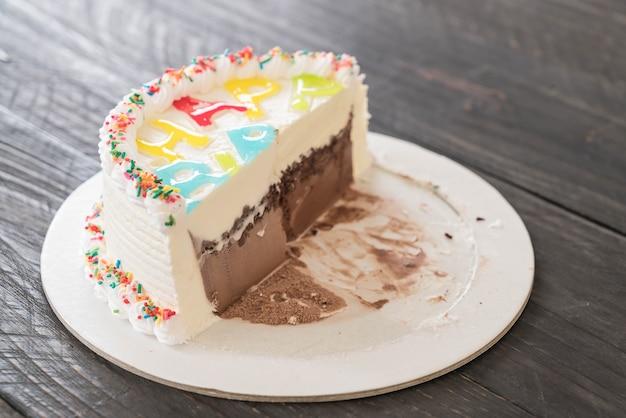 ハッピーバースデーアイスクリームケーキ