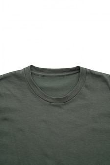 Рубашка. сложенная футболка на белом