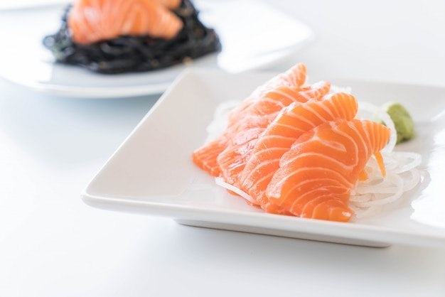 Салмоновые сырые сашими