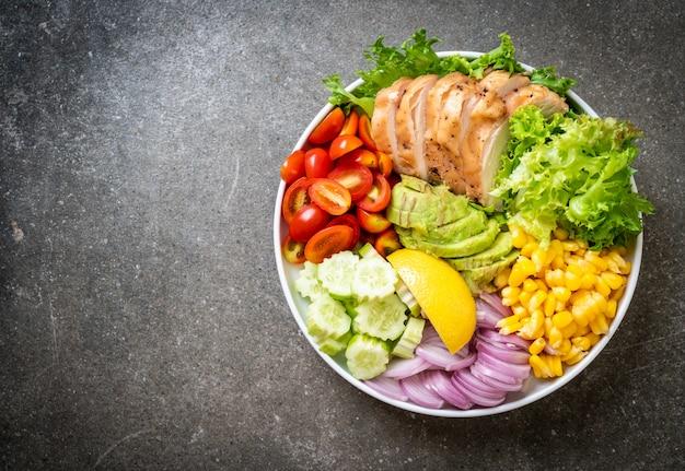 鶏の胸肉の健康サラダボウル