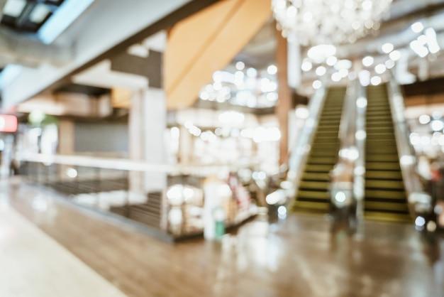 抽象的なぼかしと高級ショッピングモールや背景の小売店でデフォーカス