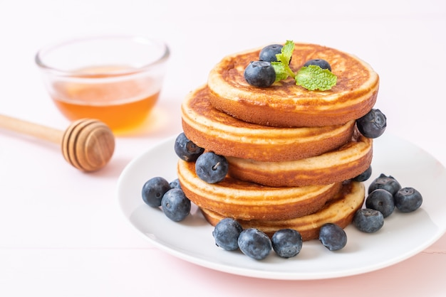新鮮なブルーベリーのパンケーキ