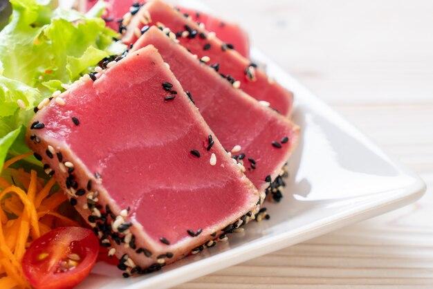 新鮮なマグロ生野菜サラダ