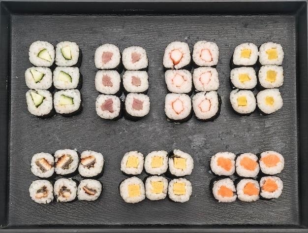 Смешанные суши маки - стиль японской кухни