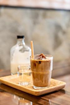 ミルクとガラスのアイスコーヒーキューブ