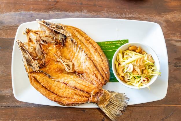 鯛の魚のフライ