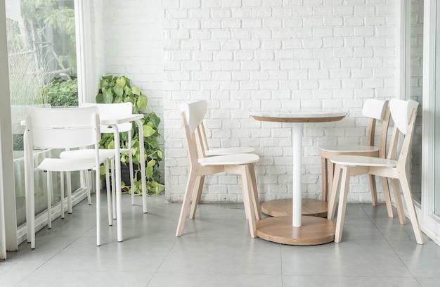 レストランの空の椅子