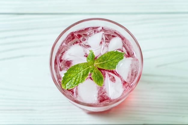 Ледяная клубничная сода