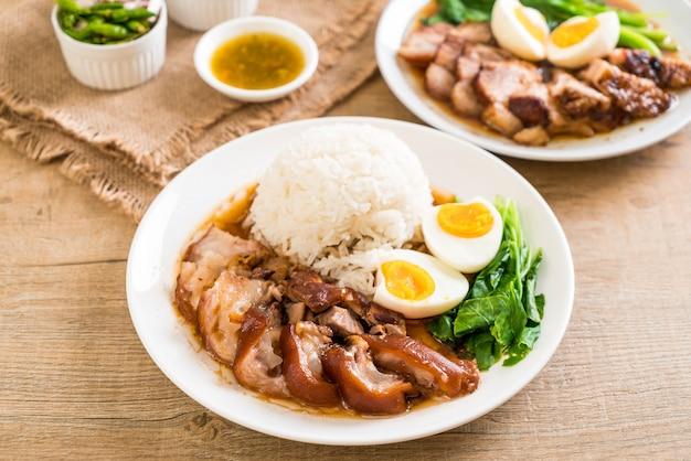 Тушеная свиная ножка с рисом