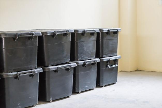 プラスチック製の収納ケース