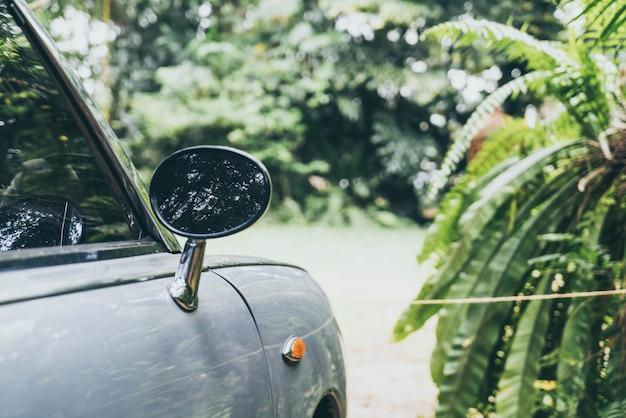 ビンテージクラシックカーのサイドリアビューミラー