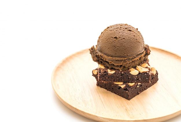 チョコレートアイスクリームとチョコレートブラウニー