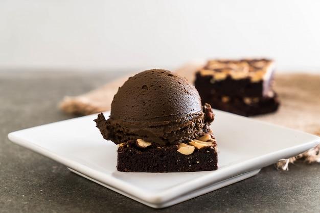Шоколадные пирожные с шоколадным мороженым