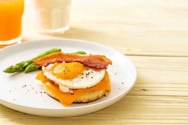 卵焼きベーコンとチーズのパンケーキ