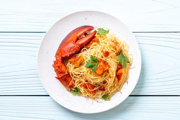 Макаронные изделия со специями или омар спагетти