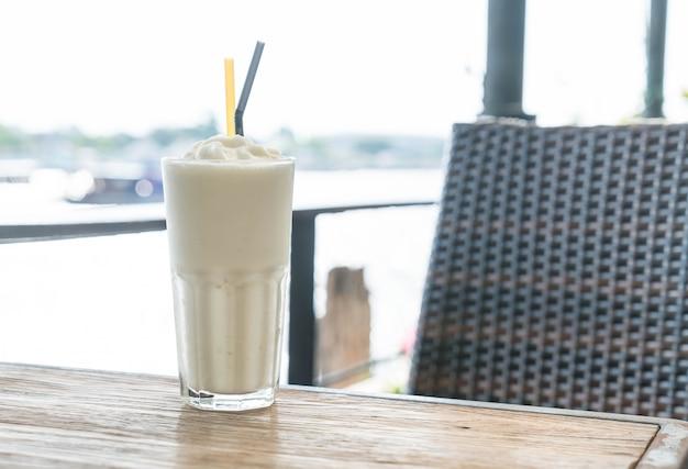 Белый солодовый молочный коктейль
