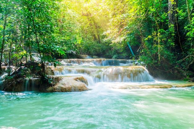エラワン滝、タイのカンチャナブリーでエラワン国立公園