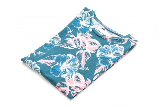 Скатерть цветов сложенная футболка