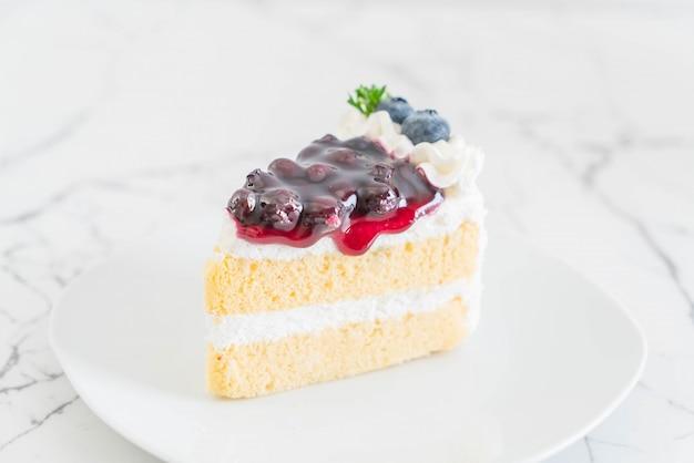 プレート上のブルーベリーケーキ
