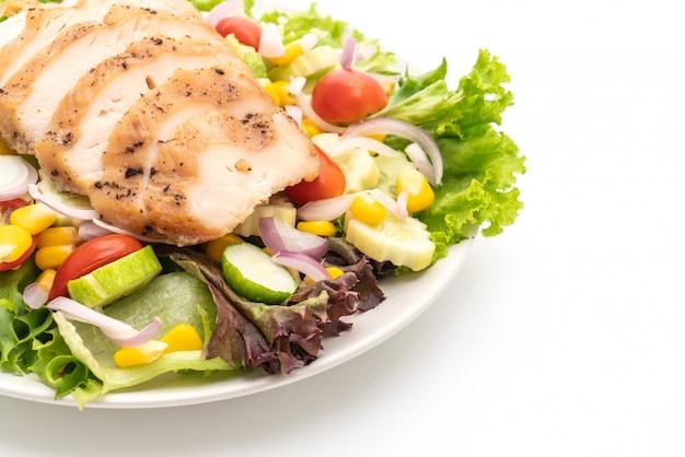 Здоровая салатница с куриной грудкой