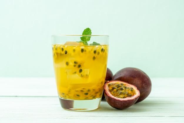 新鮮でアイスパッションフルーツジュース