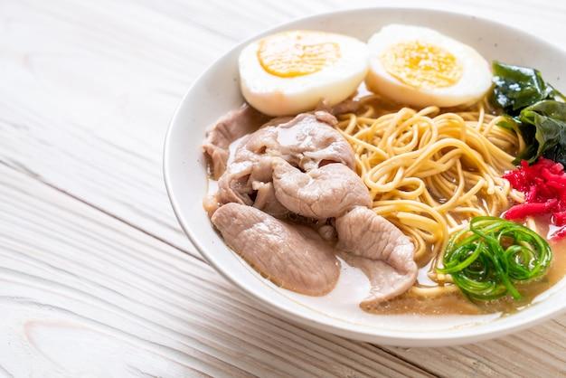 とんこつラーメン豚肉と卵