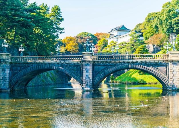 Красивое здание императорского дворца в токио