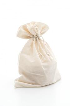 Белая тканевая сумка на белом