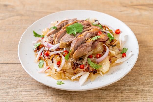 ロースト鴨のパメロスパイシーサラダ