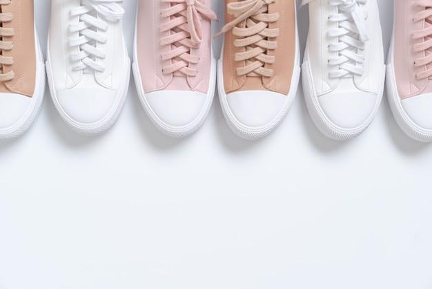 女性革スニーカー靴