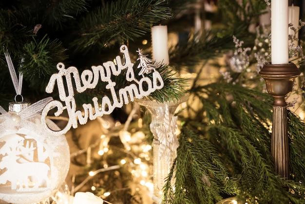 メリークリスマスとハッピーホリデーデコレーション