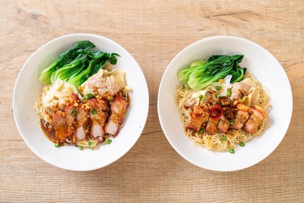 シャキッとした豚バラ肉の卵麺ワンタンと赤ロースト豚肉の卵麺ワンタン