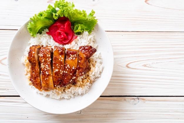 Курица гриль с соусом терияки на рисе