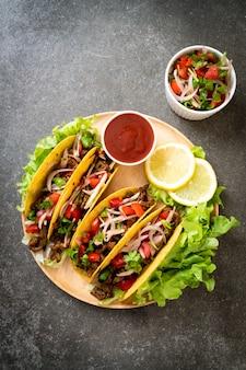 肉と野菜のタコス