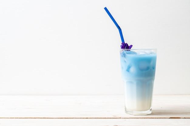 牛乳と蝶エンドウ豆ジュース