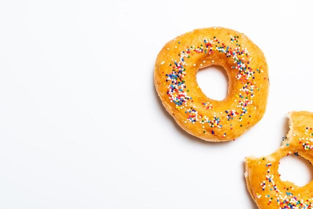 カラフルな振りかけるドーナツ