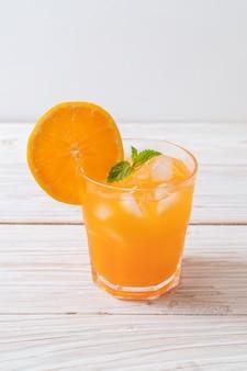 氷とオレンジジュース